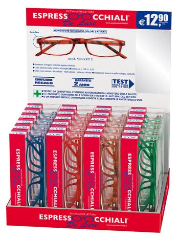 Gli occhiali da lettura linea De Luxe mod.Velvet2  by Espressoocchiali sono presentati  in una confezione espositore da banco contiene 24 occhiali per lettura e risulta molto efficace nell'incentivare la vendita anche grazie al prezzo contenuto. Forniture per tabaccherie, tabaccai, supermercati, aree di servizio.